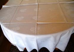 144 x 97 cm fehér, régi damaszt abrosz X