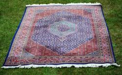Meshed szőnyeg, nagyon sűrű szövésű, apró mintás!