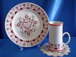 Hollóházi Buzsáki szív mintás porcelán tányér és sörös korsó
