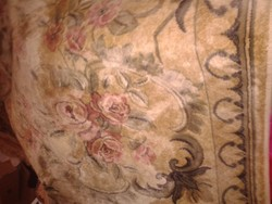 Nagy méretű régi vékonyabb virágos szőnyeg