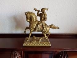 Indián lovas szobor