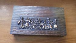 Fabetétes bronz doboz tánc jelenettel