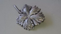 Ezüst levél alakú bross kitűző. 935- ös PV.