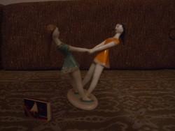 Táncoló lányok, Hollóházi