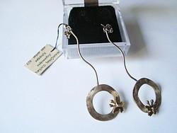 Iparművész készítette pillangós, hosszú ezüst fülbevaló