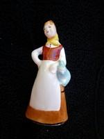 Bodrogkeresztúri korsós lány figura