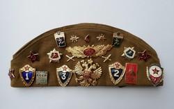Szovjet katonai sapka, pilotka - Jelvényekkel, kitűzőkkel