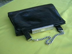 Kézi táska ezüst füllel-, kapoccsal