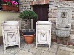 Provence bútor, antikolt fehér Klasszicista éjjeli szekrények.