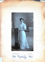 Grófnőt ábrázoló fénykép 1908-ból