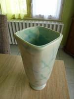 Érdekes Gorka kerámia váza