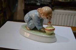 Zsolnay kislány figura