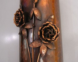 Bronz, réz váza, rózsákkal, Will Károly jelzett