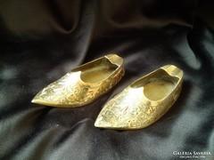 Réz Aladin cipőcskéje hamuzó