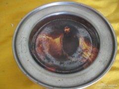 Porcelán betétes ón tányér 12 cm Festménnyel