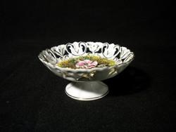 S200 Áttört talpas porcelán vitrintárgy
