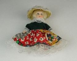 0P174 Kis méretű porcelán kislány baba 7.5 cm