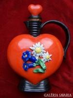 Szív alakú porcelánfajansz röviditalos kiöntő