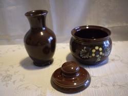 Városlődi barna kerámia cukortartó és egy váza