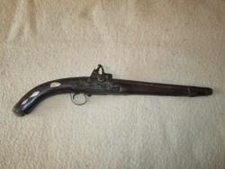 Keleti típusú kovás pisztoly csontberakással
