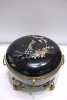 Fekete alapon kézi festett üveg bonbinier