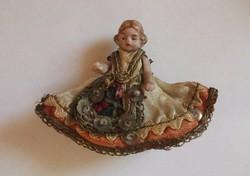 Antik miniatűr porcelán baba