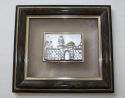 Siratófal, ezüsttel bevont művészi kép