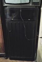 Fekete lakk szekrény faragással
