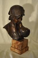 Anya gyermekével- bronz szobor