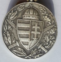 Kisfaludy S.Zs.:Magyar Háborús Emlékérem kardokkal és sisakkal, 1929, ezüstözött bronz érem, 37mm