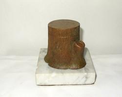Fatörzs alakú 1924-es bronz tintatartó.