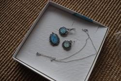 Izraeli ezüst nyaklánc, medál és fülbevaló (kék csillogó kővel)