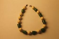 Art Deco bakelit nyaklánc (zöld-csontszínű)