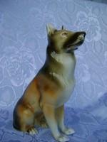 Nagy méretű Royal Dux kutya. Csehszlovákia.
