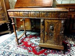Barokk íróasztal