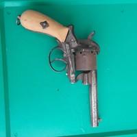 Régi gyúpeckes revolver, pisztoly, hatástalan