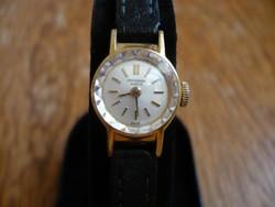 Universal Genéve kézi felhúzású női óra