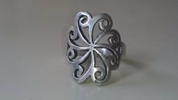 Ezüst gyűrű gyönyörű mintával 925