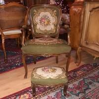 Barok rokoko kézigoblein karos  szék lábtartóval