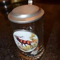 Artina üveg kupa fedéllel, szarvas képpel