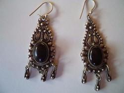 Elegáns antik 950 -es ezüst fülbevaló pár onix kővel