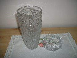 Kristály váza és kristály hamutál