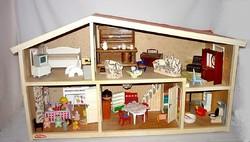 Nagy Lundby babaház berendezve ,réz bili ,játékok ,fa és müanyag bababútor .....stb