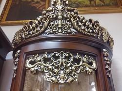 Neobarokk stíl vitrin