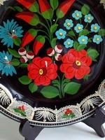 Nagyon dekoratív-Kézzel festett virágos,dombormintás-falitál -rácsos-csipkés perem mintával-23,8 cm