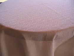 LEÁRAZVA! 150x130 cm-es krémszínű brokát terítő