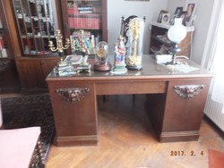 Szecessziós asztal szekrénnyel együtt