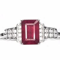 Gyönyörű vörös oktagon rubin 925 ezüst gyűrű cirkónia kísérővel 14 karátos fehér aranyozással .