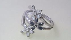 Ezüst gyűrű fekete fehér cirkonkövekkel diszitve 925