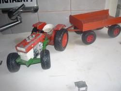 Régi fém traktor